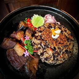 ข้าวผัดน้ำพริกปลาสลิด หมูฮ้อง