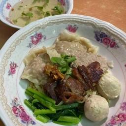 บะหมี่เกี๊ยวตุงหมูย่างตรัง ตลาดฮ่องกงพลาซ่า สาทร