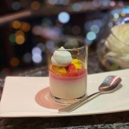Berry yogurt panna cotta