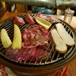 Hachi Grill Bar รวมโชค