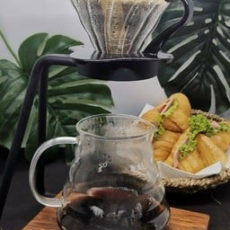 กาแฟดริปจากเมล็ดกาแฟพิเศษทั้งในและต่างประเทศ สามารถเสริฟได้ทั้งร้อนและเย็น