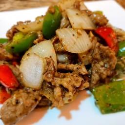 เนื้อวัวผัดพริกไทยดำ