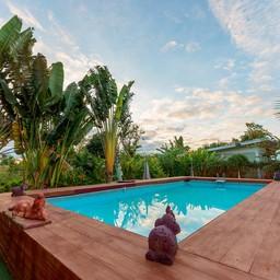 Intex Pool (สระว่ายน้ำผ้าใบกลางแจ้ง)
