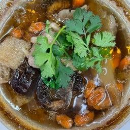 ซุปเยื่อไผ่ตุ๋นยาจีนกระดูกหมู