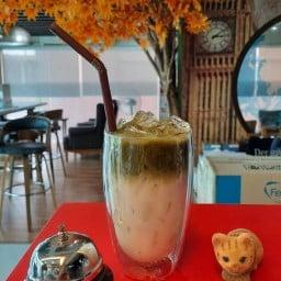 Smile Foods & Coffee 257/24 ถ.รัชดาภิเษก (ปากซอยรัชดาฯ19) แขวงรัชดาภิเษก เขตดินแดง กรุงเทพฯ 10400
