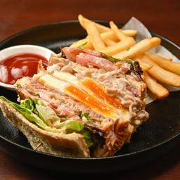 Salame & Chicken Club Sandwich