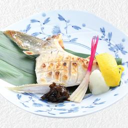 แก้มปลาฮามาจิย่างเกลือหรือซีอิ้ว