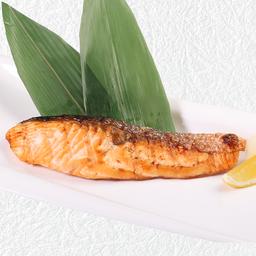 ปลาแซลมอลย่างเกลือหรือซีอิ้ว