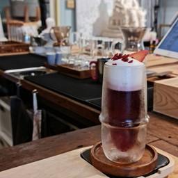 Kumo (Coldbrew tea+pomegranate/grape juice top EG foam)