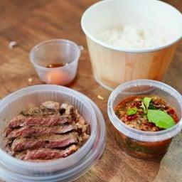 LUXX MEAT รักเนื้อ ข้าวหน้าเนื้อ เนื้อย่าง กะเพรา กระเทียม