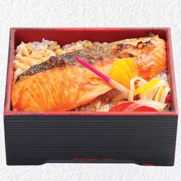 ข้าวหน้าปลาแซลมอนย่างซีอิ้ว