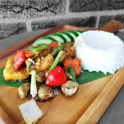 ข้าวราดปลาผัดพริกไทยดำ