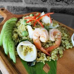 ข้าวเขียวหวานทะเลผัดแห้ง