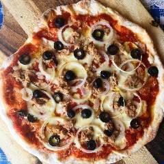 Pizza tonno, cipolla e olive