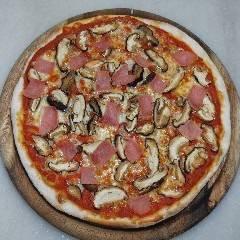 pizza funghi e prosciutto con pomodoro