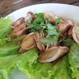 ปลาหมึกไข่ผัดน้ำปลา