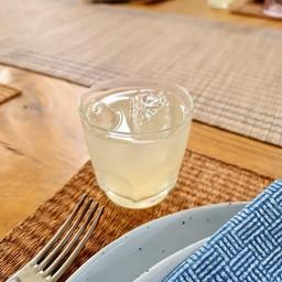 มีให้หนึ่งเหยือกกับมะนามน้ำผึ้งเป็น Welcome Drink