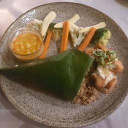 ข้าวผัดกระเทียม&ปลาทอดและซอสสูตรเด็ด