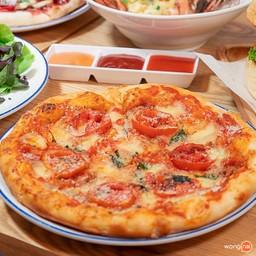 """Margarita pizza"" (ราคา185 บาท) แป้งกรอบนุ่ม เครื่องแน่น ๆ เน้น ๆ เต็ม ๆ คำ"