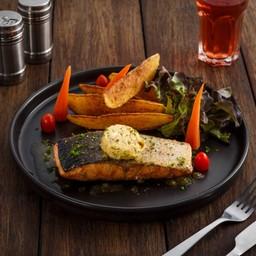 สเต็กปลาแซลมอนย่างเนยคาเฟ่เดอปารีส
