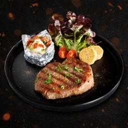 สเต็กเนื้อสันใน เสริฟพร้อมโฮมเมดเกรวี่และเนยเครื่องเทศ