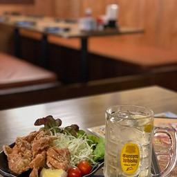 ไก่ทอดคาราอาเกะ และน้ำชามะนาว