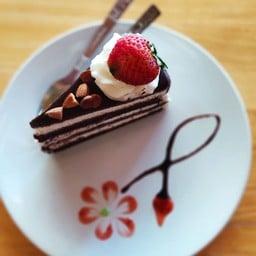 เค้กช็อคโกแลตสตอเบอร์รี่อัลมอนด์
