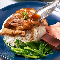 เป็ดชิ้นใหญ่ น้ำพะโล้ซึมเข้าเนื้อกำลังดี ใช้ข้าวหอมมะลิเก่าหุงขึ้นหม้อ