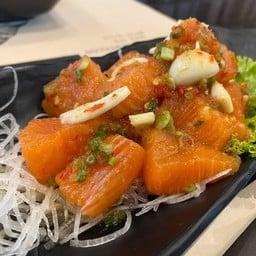 แซลมอนยำ (Salmon Spicy Salad)
