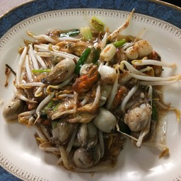 หอยแมลงภู่และนางรมผัดซอส
