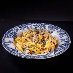P04 Fettucine Mushroom Cream