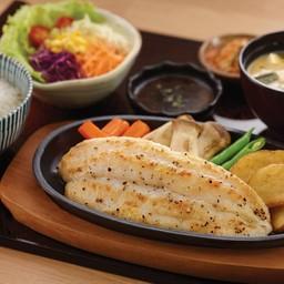 ปลาแพนกาเซียสดอร์รี่ย่างเกลือกระทะร้อน (จาน)