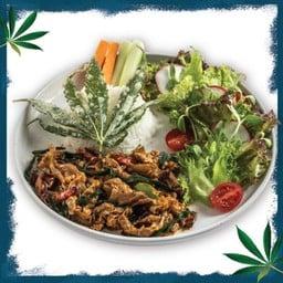 ข้าวหอมมะลิอินทรีย์หมูอารมณ์ดี๊ดี ผัดพริกใบกัญชง (4 ใบ/จาน)