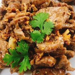 หมูกระเทียมพริกไทย (กับข้าว)