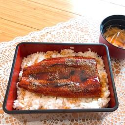 Unajyu (with Clear soup) ข้าวหน้าปลาไหล (พร้อมซุป)