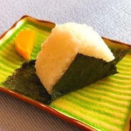 Omusubi Okaka  (1P) ไส้ปลาแห้ง (1ก้อน)