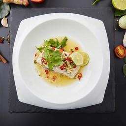 ปลากะพงนึ่งมะนาวเสิร์ฟพร้อมข้าวสวย