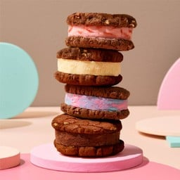 ไอศกรีมแซนวิชคุกกี้ช็อกโกแลต 4 ชิ้น