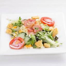 Bacon-Caesar Salad ซีซ่าสลัดโรบเบค่อน