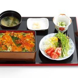 เซ็ตข้าวหน้าแซลมอนและไข่ปลาแซลมอน