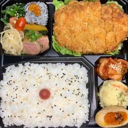Pork cutlet bento(トンカツ弁当)