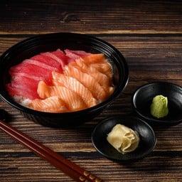 ข้าวหน้าปลามากุโร่และแซลมอน
