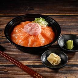 ข้าวหน้าปลาแซลมอนและเนกิโทโร่
