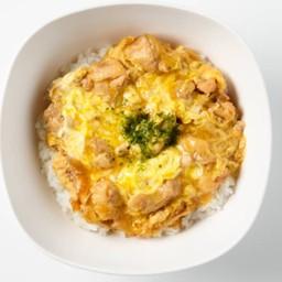 ข้าวหน้าไก่ราดไข่ซาโต [ร้านซาโตด้ง]