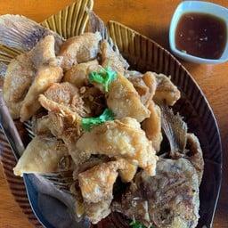 เนื้อปลาทอดราดซอสมะขาม
