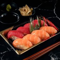 4 Maguro & Salmon Sushi