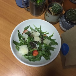 Strawberries & Italian black truffle with rocket salad