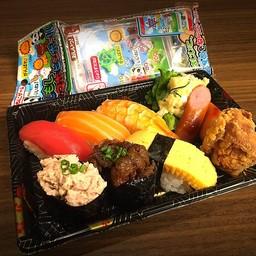 [SUSHI] kids meal (sushimaguro,salmon,shrimp,tsuna,beef,egg,karage,sausage,CHILDS TOY)