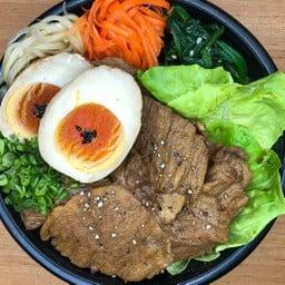 Pepper boiled pork rice bowl(ペッパー煮豚丼)