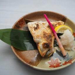 แก้มปลาฮามาจิ ย่างเกลือ หรือ ย่างซีอิ้ว